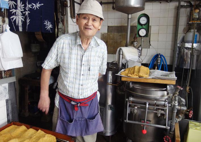 豆腐店のご主人と手作り油揚げ