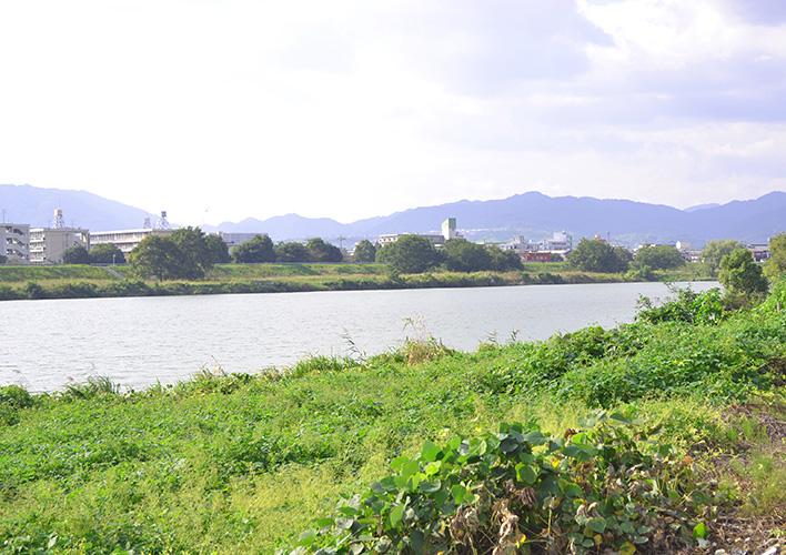 石割農園から望む桂川