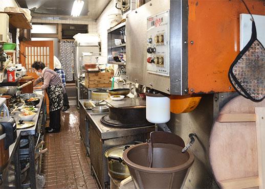 ちから餅食堂の調理場