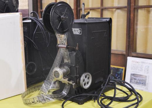 映写機とフィルム
