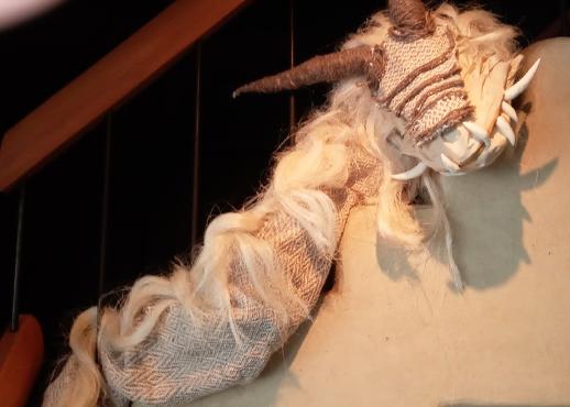 サイサニット・ウサバディさんの織物作品の個展「暁」