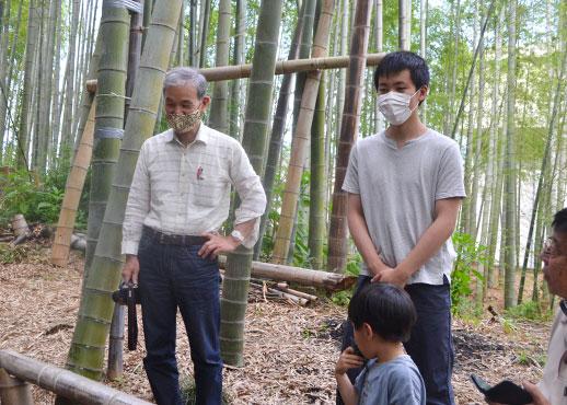 京都建築専門学校の佐野校長先生(左)と 一年生の岩垂薫さん(右)