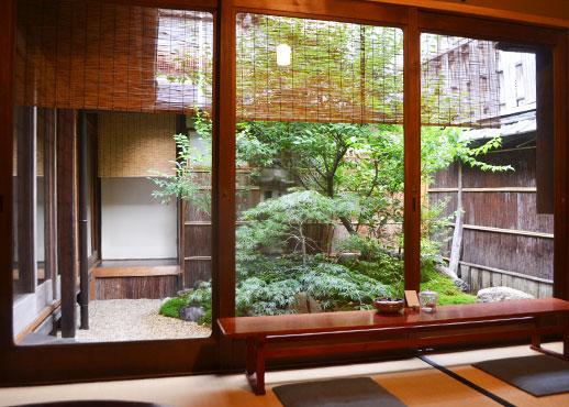 好文舎の中庭に面した部屋