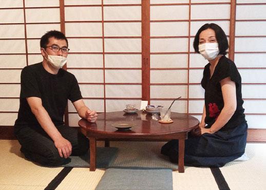 宇野貴佳さんと星めぐりの器展開催中の陶芸家白川三枝さん