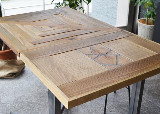 コヨーテの寄木テーブル