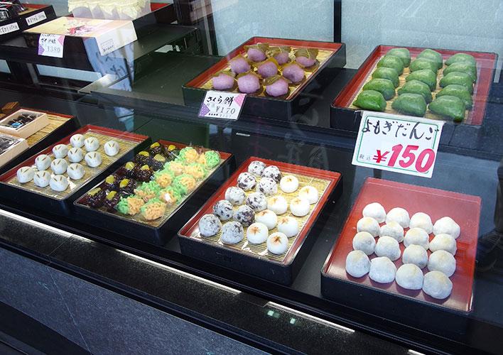 店頭に並ぶ和菓子